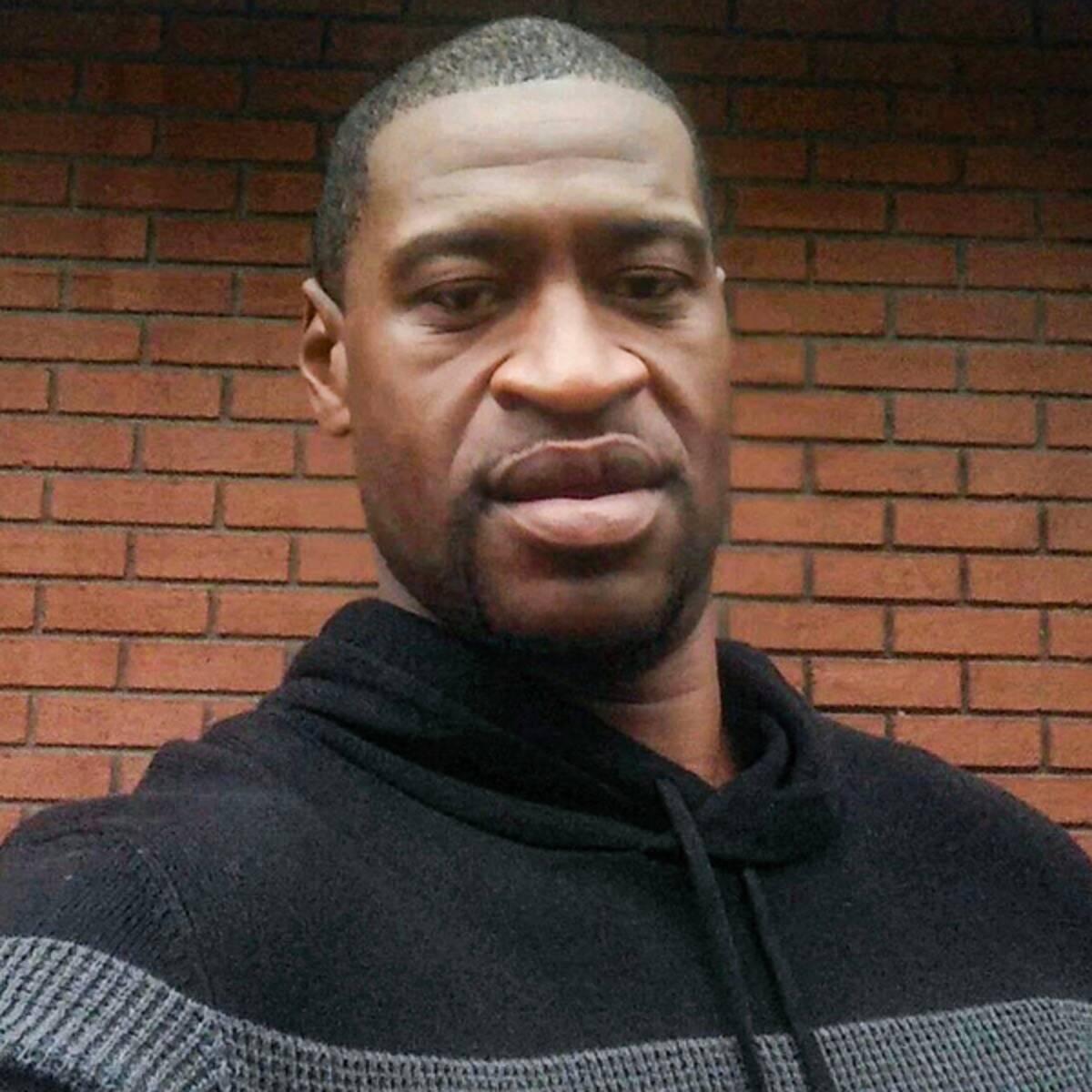 La familia exigió la detención de todos los policías implicados en la detención que provocó la muerte de Floyd y pidió que se acuse de asesinato en primer grado a Chauvin.
